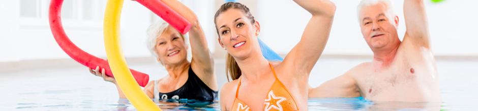 Kursteilnehmende bei Wassergymnastik