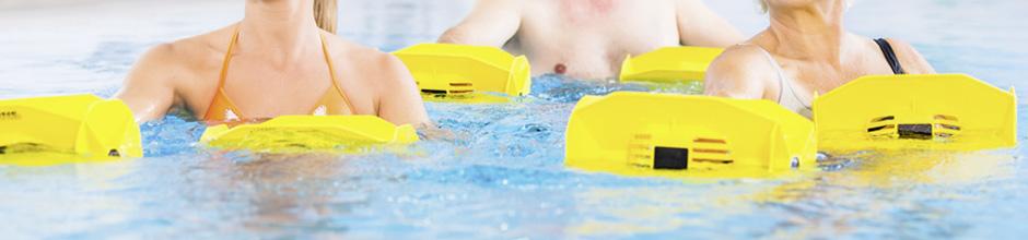 Wasser mit Geräten für Wassergymnastik